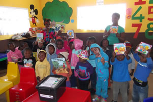 The Sigalakahle School receives their Zulu Books